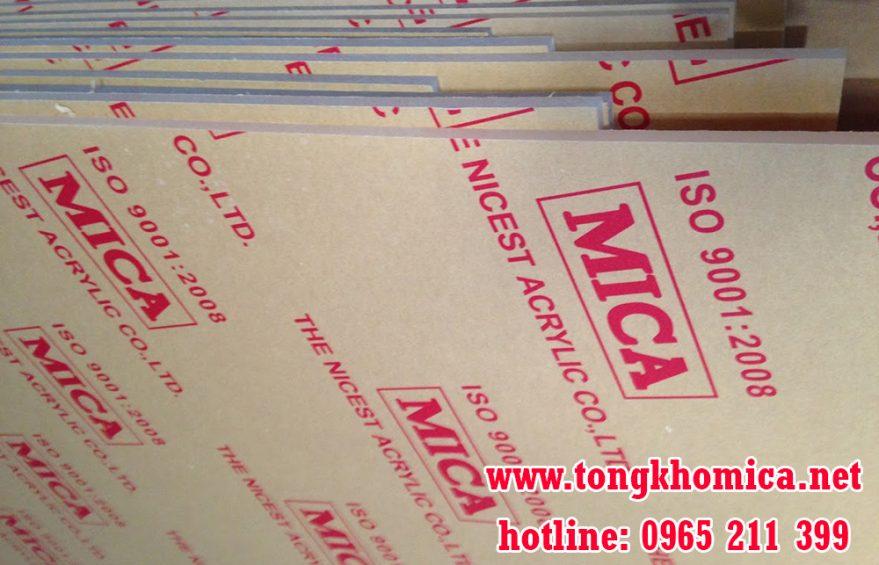 mica tam mica 879x565 - Tấm nhựa mica - Mica Trong Suốt