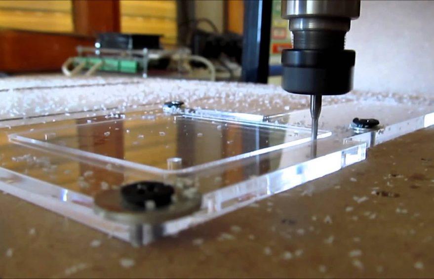 hq720 879x565 - Giới thiệu tấm mica chống tĩnh điện