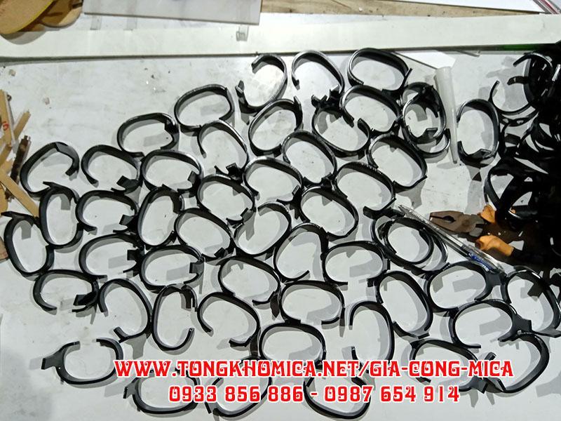 gia cong moc trung dong ho - Kệ trưng bày đồng hồ mica
