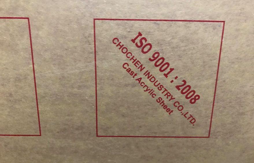 mica choc chen1 879x565 - Bảng báo giá tấm nhựa mica Trung Quốc 2020