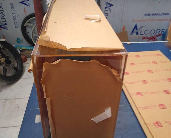 gia cong hop mica 700x565 - Gia công mica cắt mica giao tận nơi tại TPHCM